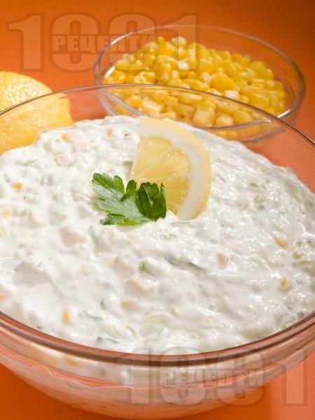 Млечна салата от тиквички и царевица - снимка на рецептата